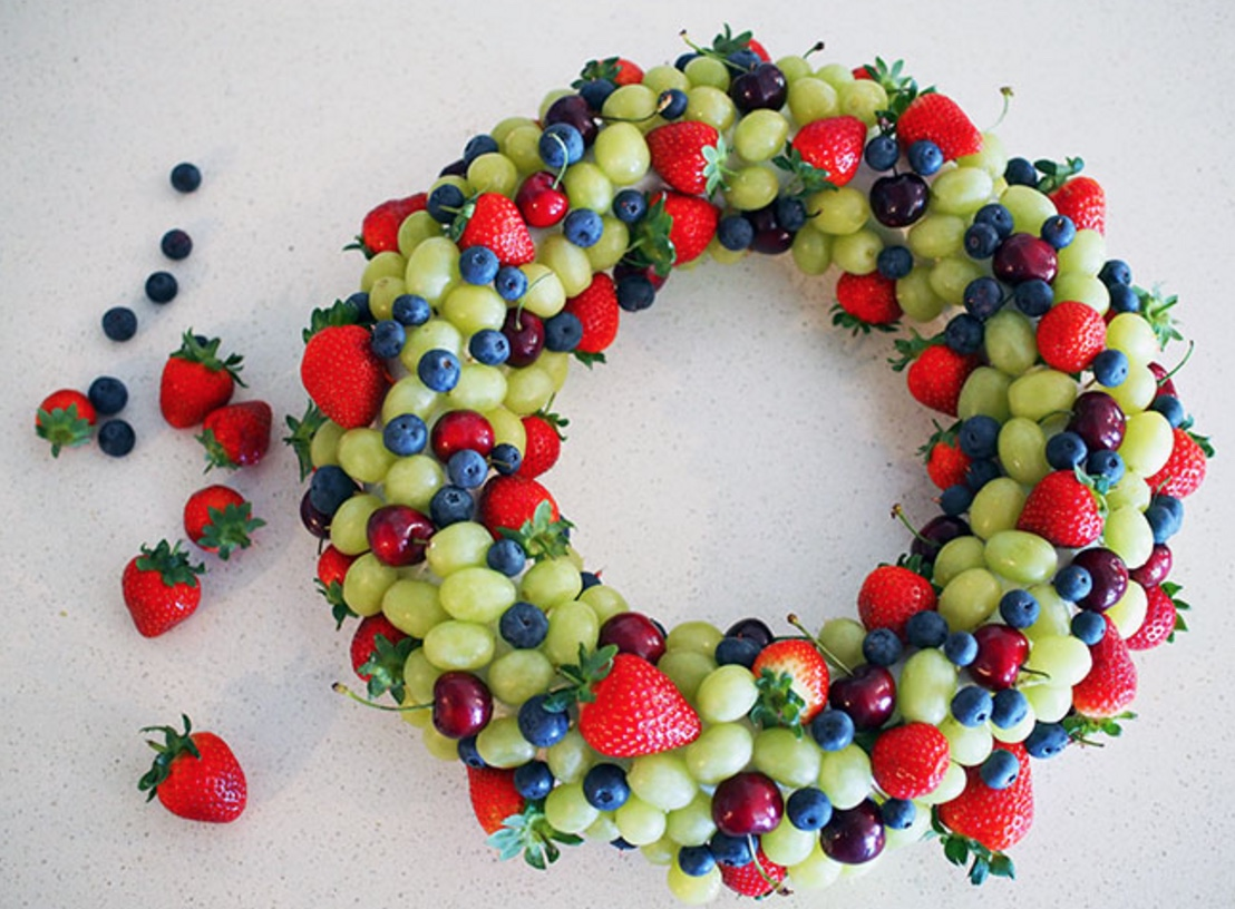 fresh-berry-edible-christmas-wreath